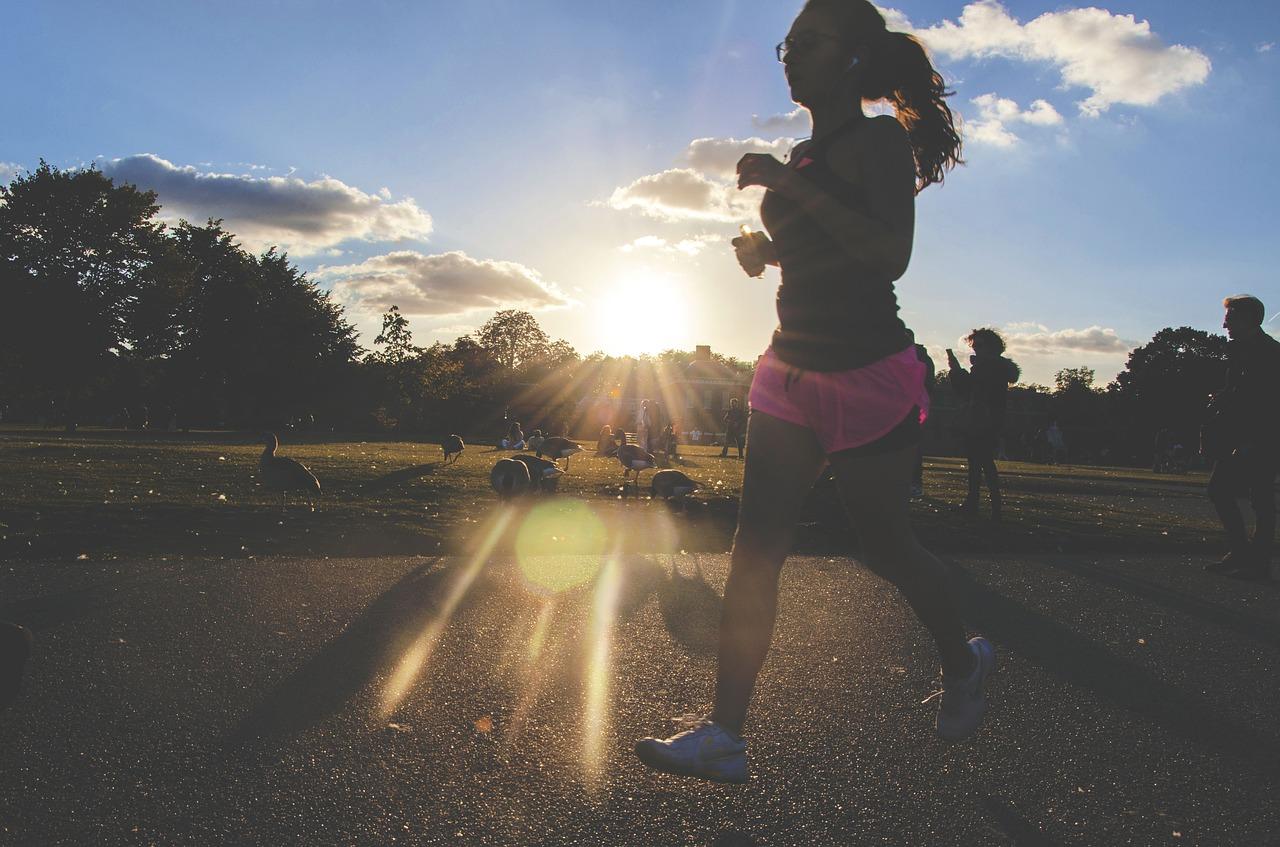 Jak ubrać się do biegania? Odzież i obuwie damskie